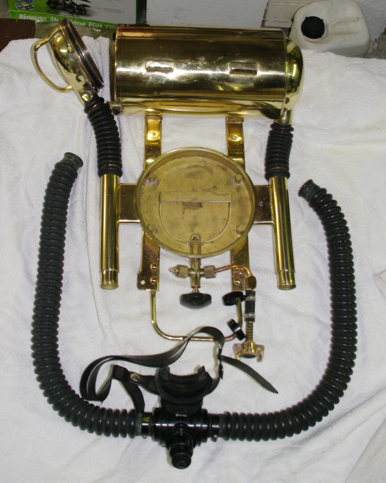 unidentified rebreather